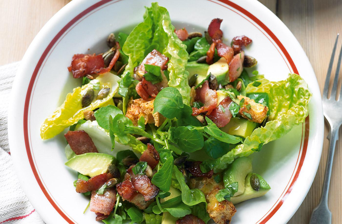 Cách làm salad thịt xông khói cho ngày nắng lên
