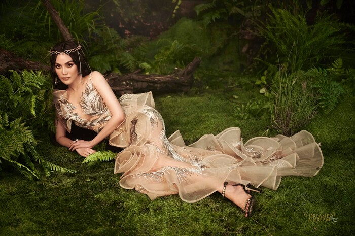 'Mẹ bỉm sữa' Lan Khuê diễn Vedette lộng lẫy xứng danh Nữ hoàng sàn catwalk, Trang Khàn còn phải vào khen