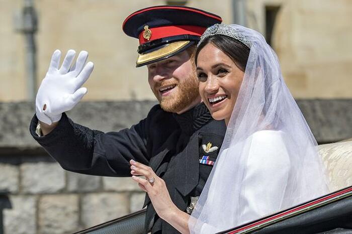 Nhà tiểu sử hoàng gia vạch trần nước đi sai lầm của Nữ hoàng đối với Meghan