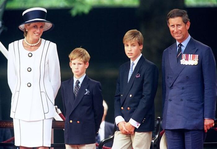 Nữ hoàng thất vọng cùng cực khi Công nương Diana liên tục 'dội bom' công kích hoàng gia, tố chồng phản bội