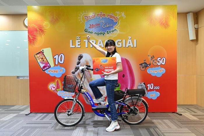 """Chủ nhân những giải thưởng lớn đầu tiên từ chương trình """"Dzui rộn ràng quà ngập tràn"""" của kem Celano và Merino"""