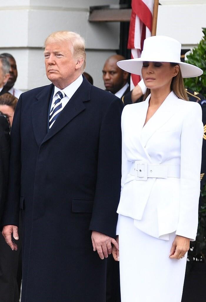 Những lần bà Melania 'hờ hững' với ông Trump