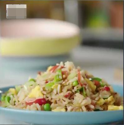 Hướng dẫn nấu cơm theo cách lạ lùng, fanpage nổi tiếng quốc tế khiến ai nhìn vào cũng 'tức lộn ruột'
