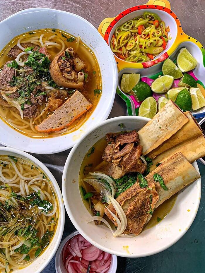 Top 7 quán bún bò 'ăn là ghiền', ngon nức tiếng Sài Gòn