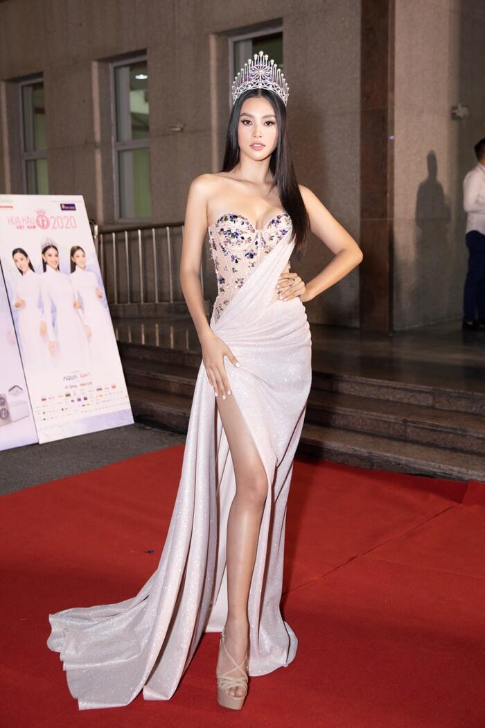 15 cực phẩm dạ hội đưa Trần Tiểu Vy lên ngôi nữ hoàng thảm đỏ suốt 2 năm nhiệm kì Hoa hậu Việt Nam