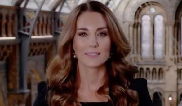 Kate bất ngờ bị 'soi' vì trang phục phá vỡ quy tắc của Nữ hoàng