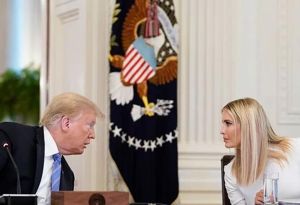 Ngôn ngữ cơ thể cho thấy điều gì ở Ivanka Trump trong nhiệm kỳ của người cha tổng thống?