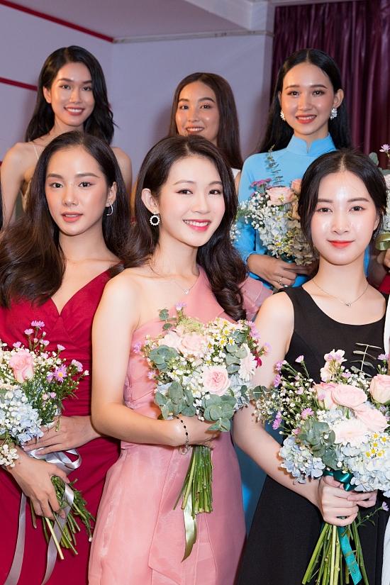 'Bản sao Đặng Thu Thảo' vào bán kết Hoa hậu VN 2020 - Ngôi sao