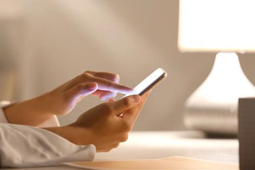 Lý do gì khiến 12 con giáp nữ khăng khăng muốn kiểm tra điện thoại của người yêu cho bằng được?