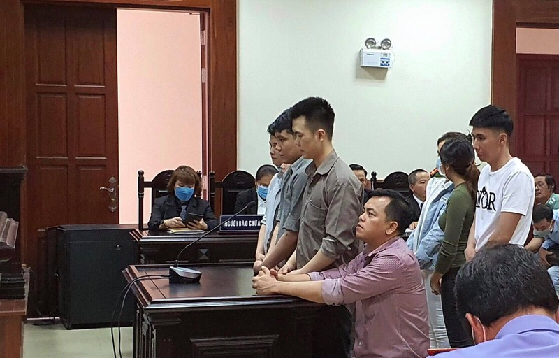'Đại gia' đeo vàng giả Phúc XO được giảm án 2 năm tù