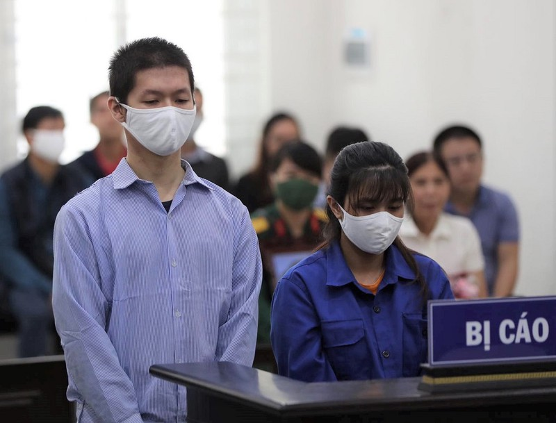 Mẹ ruột và cha dượng bị cáo buộc bạo hành con đến tử vong