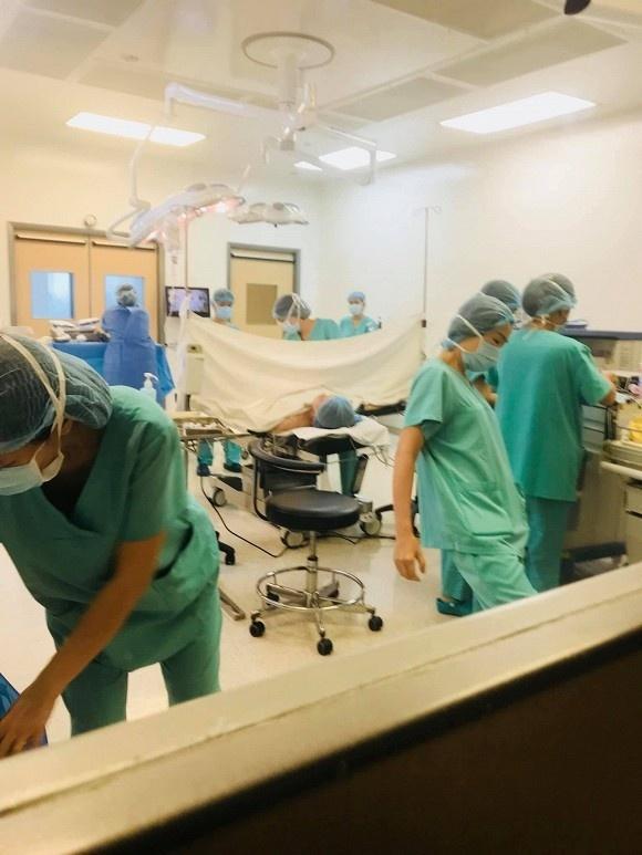 Hà Hồ xuất viện về nhà sau 4 ngày nằm viện, nhan sắc hai con được hé lộ