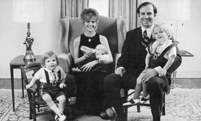 Ông Joe Biden: Hai bi kịch cuộc đời và những chuyến tàu của người cha hết mực yêu thương con