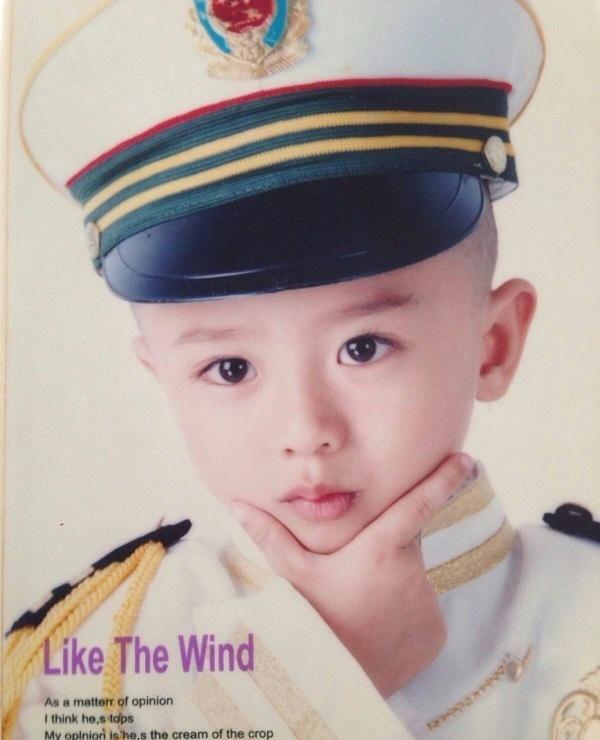 Lộ ảnh thuở nhỏ cực hiếm của loạt minh tinh Hoa ngữ hạng A: Bạn nhận ra thần tượng nào của mình?
