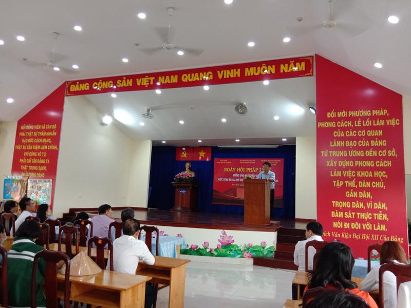 Hàng trăm người dân được tư vấn trong ngày hội pháp luật
