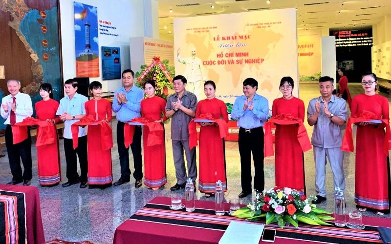 """Triển lãm chuyên đề """"Hồ Chí Minh - cuộc đời và sự nghiệp"""" tại Đắk Lắk"""