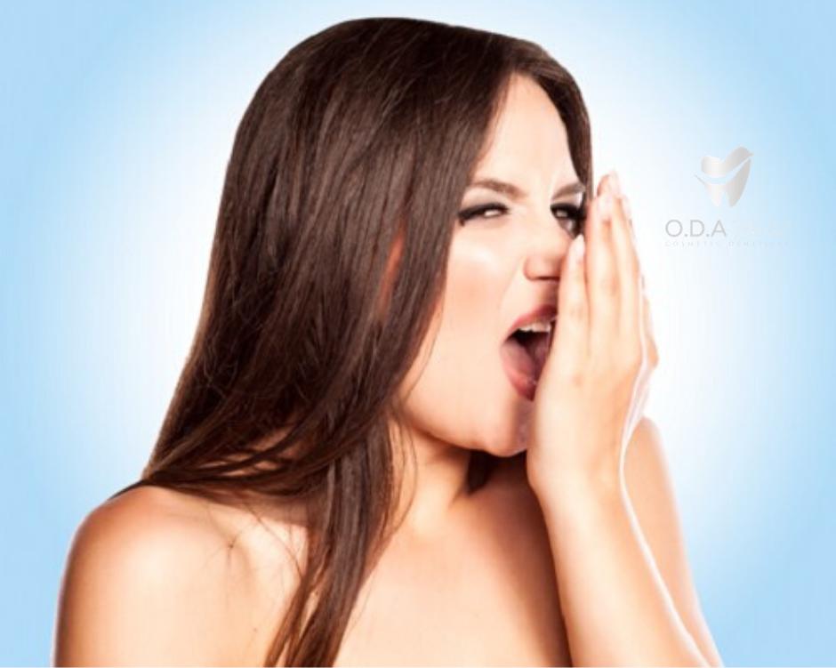 Sử dụng răng giả tháo lắp nhựa dẻo có tốt không?