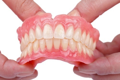 Tổng hợp các cách làm răng giả phổ biến dành cho người già