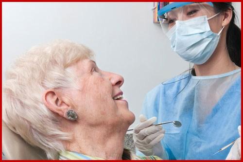 Nha khoa Quận 10 | Những lưu ý khi nhổ răng cho người già